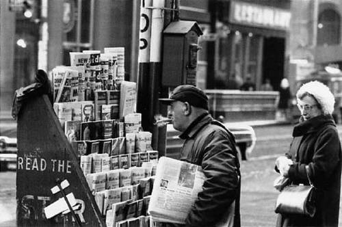 Albert_Kish_Newspaper_Stand_King_Street_1965_377_55